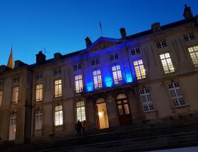 Bayeux aux couleurs de l'UNICEF en novembre 2019