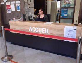 Accueil population selon les règles de distanciation sociale à Bayeux
