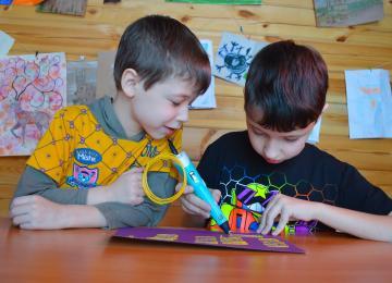 Enfants en train de faire une activité - vacances à Bayeux