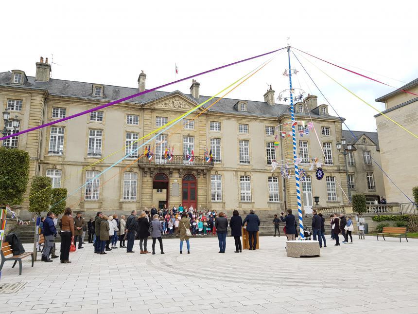 Arbre de mai à Bayeux pour la semaine de l'Europe en 2019
