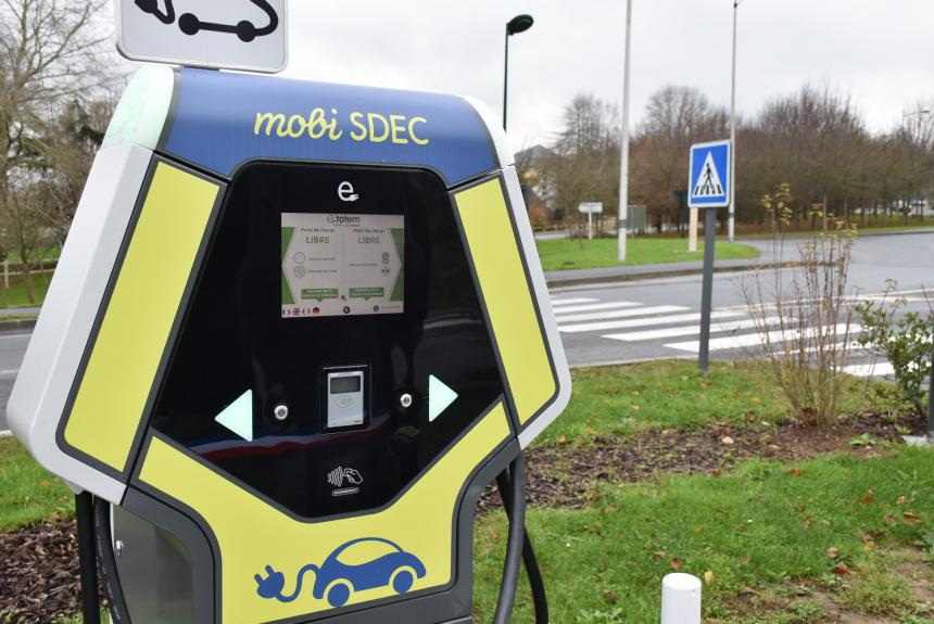 Borne mobi SDEC pour véhicules électriques à Bayeux