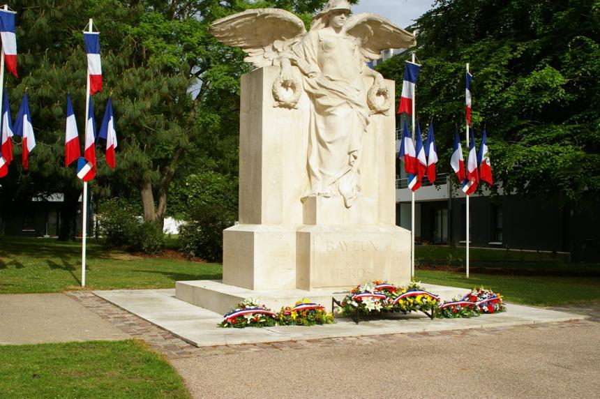 Monument aux morts avenue de la Vallée des Prés à Bayeux